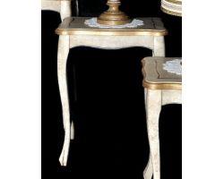 Tavolo in legno decapato con dettagli oro Medio 0068B